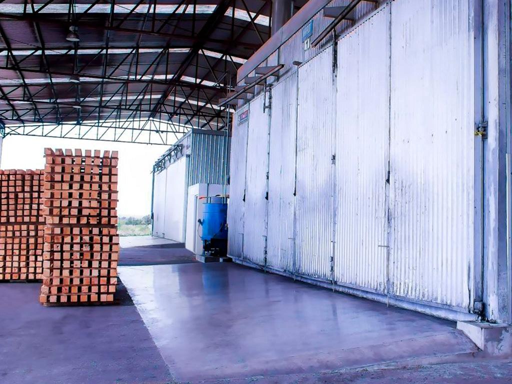 tarimas-de-madera-con-tratamiento-termico.jpg